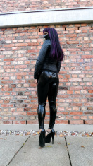 Kitty outdoor in Latex Leggings, Leather Jacket and Zombie Pumps