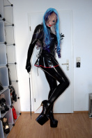 Blue haired Latexgirl with extreme High Heels