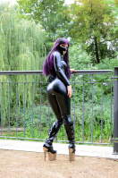 Black Latex Prinzess in the green