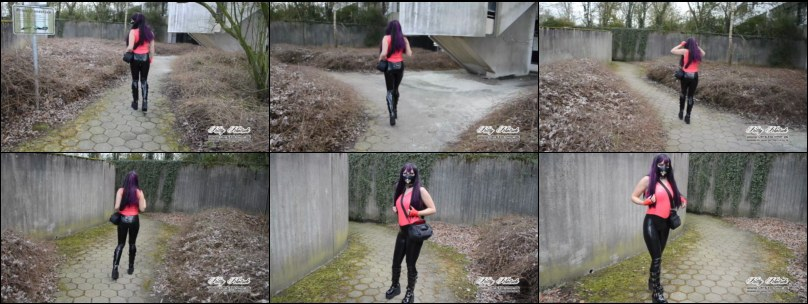 Schwarze Latexleggings (Cameltoe), pinkes Latex Top und Gothic Plateaustiefel outdoor