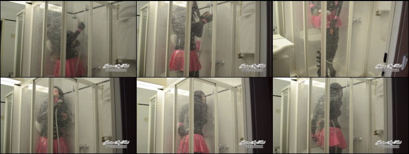 Jessica SkyHeel in full Latex under the shower
