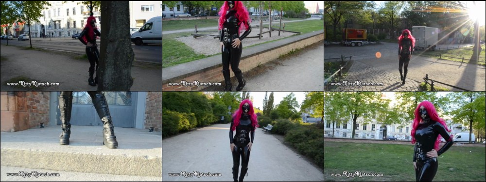 Kitty Klatsch in full rubber in Berlin
