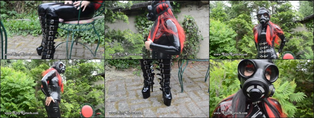 Latex Catsuit Gasmaske and Stiefel in the Gardeb